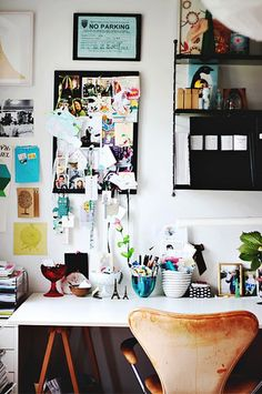 Elegant home office.yes this is what i want my office to look like.ahhh Great mix of prints! workspace Office Design Biffi's Afric. Workspace Inspiration, Room Inspiration, Inspiration Boards, Desk Space, Desk Areas, Study Space, Office Workspace, Small Workspace, Home Office Design