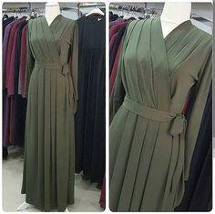 Krep Elbise sadece 105 tl   Tesettür Elbise Modelleri 2020 Islamic Fashion, Muslim Fashion, Modest Fashion, Fashion Dresses, Hijab Evening Dress, Hijab Dress, Model Baju Hijab, Muslimah Clothing, Mode Abaya