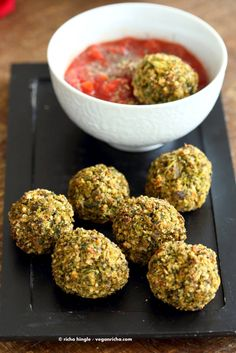 vegan broccoli balls with marinara sauce - vegetarian/vegan meatballs Vegetarian Broccoli Recipes, Vegan Vegetarian, Vegan Recipes Videos, Vegan Recipes Easy, Vegan Foods, Vegan Dishes, Breakfast Low Carb, Vegan Party Food, Flax Seed Recipes