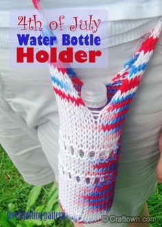 Water Bottle Holder - free knitting pattern. Melanie's new free knitting pattern is great for holding your water bottle in style and keeping you hydrated! #craftown #knitting #waterbottleholder
