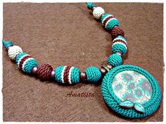 Gargantilla imitación crochet turquesa-marrón, via Flickr.