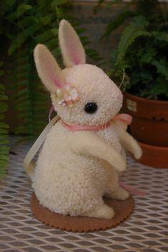 Pom Pom Animals by Myko Bocek Yarn Animals, Pom Pom Animals, Wool Dolls, Yarn Dolls, Pom Pom Crafts, Yarn Crafts, Cute Crafts, Crafts For Kids, Pom Pon