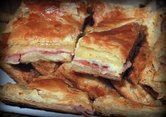 The Dinner Club: Barefoot Contessa's Ham and Cheese in Puff Pastry.What's soup without a sandwich? Food Network Recipes, Cooking Recipes, Cooking Food, Cooking Tips, Puff Pastry Recipes, Puff Pastries, Puff Pastry Appetizers, Frozen Puff Pastry, Ham And Cheese