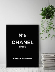 Impression de Chanel Art mode Logo Chanel Chanel Logo | Etsy Coco Chanel Logo, Art Chanel, Chanel Decor, Chanel Print, Printable Designs, Printable Art, Fashion Prints, Fashion Art, Target