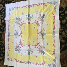 Vintage Table Cloth / yellow on white with by VintageGoodsofAVL