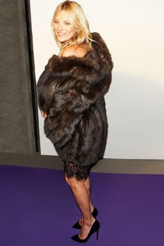 Kate Moss en Fendi http://www.vogue.fr/mode/look-du-jour/articles/kate-moss-en-fendi-2/18089