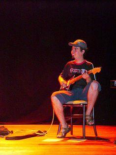 ÚLTIMO SHOW NO ANIVERSÁRIO DO CENTRO CULTURAL GOIÂNIA OURO   Participação de Fábio Pessoa na guitarra e Tonzêra na gaita invisível!  https://myspace.com/libertalia2008/music/songs
