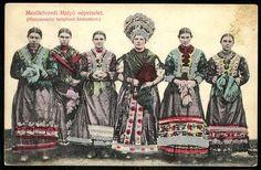 Mezőkövesdi Matyó népviselet (Menyasszony templomi kiséretével) | Képeslapok | Hungaricana Hungary, Old Photos, Folk Art, Culture, Costumes, History, Film, Movie Posters, Painting