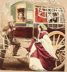 """Pas de cerceaux dans le """"bus"""" ! Il s'agirait d'une """"légende urbaine"""" jamais les dames n'auraient eu à suspendre leurs crinolines pour accéder à ces trams. par contre les """"impériales"""" (étage) leur étaient vivement déconseillées !"""