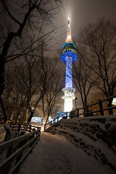 DI4A3801 by Quek ZongYe on Flickr. Namsan tower, Seoul