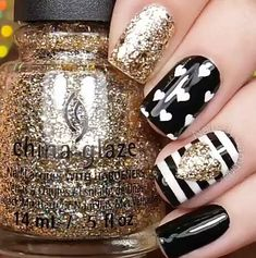 Glitter Nail Art Designs for Shiny & Sparkly Nails Do you find your nails boring? Do you want to easily and quickly add a shiny and fascinating look to your nails without wasting a long time on painting Get Nails, Fancy Nails, Love Nails, Pretty Nails, Sparkly Nails, White Nails, Yellow Nails, Bright Summer Nails, Summer Toenails