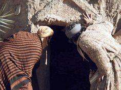 Jesus is Alive! :: The resurrection of Jesus and the empty tomb (Matthew Mark Luke John Jesus Resurrection, Jesus Christ, Free Bible Images, Empty Tomb, Jesus Is Alive, Bible 2, Luke 24, Easter Story, Matthew 28