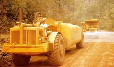 International Harvester introduced its model 295 Payscraper to replace the former model which had been a good seller for International. International Harvester, Browning, Heavy Equipment, New Life, Tractors, Antique Cars, Base, Activities, Classic