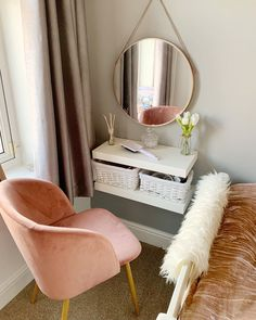 Clever Ways to Use Small Space for Dressing Table with mirror - Thehomehappy Source by manuelavanleeuw table ideas Small Room Bedroom, Room Decor Bedroom, Tiny Bedrooms, Bedroom Ideas, Dressing Table For Small Space, Small Vanity Table, Bedroom Dressing Table, Mirror For Dressing Table, Dressing Table Shelves