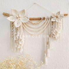 Macrame Design, Macrame Art, Macrame Projects, Macrame Knots, Macrame Wall Hanging Patterns, Hanging Flower Wall, Macrame Patterns, Macrame Tutorial, Flower Tutorial