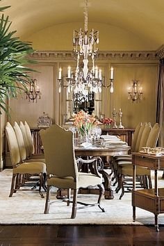 Elegant Dining Room Table By Ebanista.