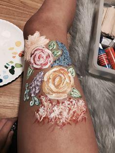 97 best leg painting images in 2018 Leg Painting, Painting & Drawing, Pretty Drawings, Art Drawings, Skin Paint, Body Paint, Graffiti, Leg Art, Artsy Photos