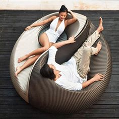 Yin Yang Lounger Toss out those old plastic loungers and upgrade to a conversation-worthy piece. The Yin Yang Lounger allows you to tan alongside your hubby and still carry on an easy, eye-to-eye conversation. Outdoor Furniture Design, Furniture Styles, Garden Furniture, Wicker Furniture, Lounge Furniture, Furniture Ideas, Outdoor Loungers, Outdoor Chairs, Lounge Chairs