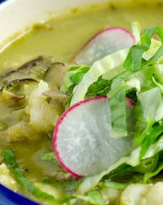 Vegan Pozole Verde Vegan pozole verde, mushrooms and hominy are stewed in a spicy tomatillo-pumpkin seed broth. Then topped with avocado, lettuce and radishes. Posole Verde, Pozole, Delicious Vegan Recipes, Yummy Food, Tasty, Plant Based Recipes, Lettuce, Chicken Recipes, Spicy