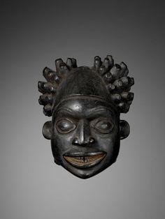 Cameroun, Bekom, 20e siècle, bois, 34 x 28 x 26 cm, 1537 g, legs Pierre Harter, 73.1992.0.12 © musée du quai Branly - Jacques Chirac, photo Patrick Gries