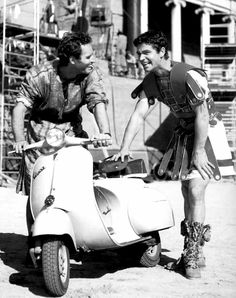 Charlton Heston, Stephen Boyd and a Vespa in the set of Ben Hur (William Wyler, Classic Hollywood, Old Hollywood, Ben Hur Movie, Ben Hur 1959, Stephen Boyd, William Wyler, Best Supporting Actor, Chef D Oeuvre, Movie Photo