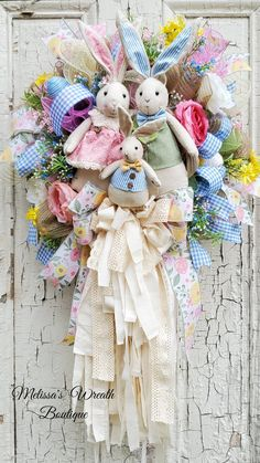 Welcome a beautiful Easter family into your home. Floral and gingham ribbon are secondary to the gorgeous rag bow that cascades below. Dainty flowers and Easter eggs surround this family with love. Easter Crafts, Holiday Crafts, Easter Decor, Happy Easter, Easter Bunny, Easter Songs, Diy Ostern, Easter Wreaths, Spring Wreaths