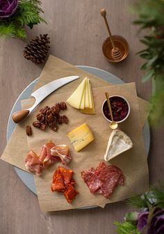 How to make a quick cheese board-- I may never have a reason to do this but the photography is so attractive