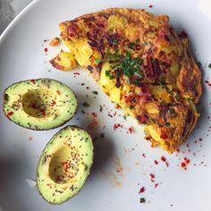 """3,030 mentions J'aime, 70 commentaires - Thibault Geoffray #90DayLC 🇫🇷 (@thibault_geoffray) sur Instagram: """"Qu'est ce qu'on mange aujourd'hui?! Tortillas de patatas 😜🇪🇸 Trop bon, comme un gratin ou une…"""" Avocado Egg, Cooking Light, Fitness Nutrition, Tortillas, Zucchini, Meal Prep, Healthy Recipes, Healthy Food, Pie"""