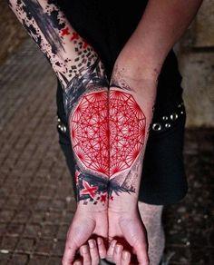 lebendige-Farben-schwarz-rot-Mandala-fotearm-Tattoo1.jpg (598×742)