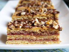 Bratislavský koláč s rybízovo ořechovou náplní. Moučník je lepší na druhý den, kdy krásně zvláční a všechny chutě se rozleží a propojí. Autor: Naďa I. (Rebeka)