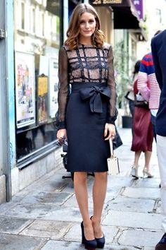 Paris Street Fashion - Summer Street Fashion in Paris - Elle: Olivia Palermo wears Valentino. to the Valentino show. Estilo Olivia Palermo, Olivia Palermo Style, Fashion Mode, Work Fashion, Fashion Trends, Street Fashion, Fashion Shoes, Modest Fashion, Skirt Fashion