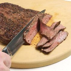 From robust and savory to earthy and caramel-like, steaks pack tasty goodness into each mouthwatering bite. We'll show you how to cook steak in the oven by broiling. Easy Steak Recipes, Meat Recipes, Cooking Recipes, Yummy Recipes, Cooking Tri Tip, Oven Cooking, Cooking Steak, Cooking Chuck Roast, Kitchens