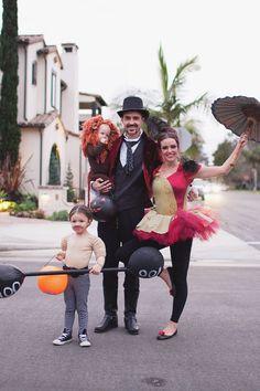 40 Fabulous Themed Family Halloween Costumes via Brit + Co Happy Halloween, Family Halloween Costumes, Instagram Posts, Fun, Fin Fun, Funny