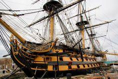 Navíos de línea ingleses en formación, el Victory en primer término. Pintura del británico Geoff Hunt, conocido pintor de navíos del ... Model Ship Building, Model Ships, Sailing Ships, Concept Art, Boat, Sailing Yachts, Ships, Log Projects, Boat Building