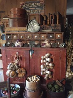 Primitive Living Room, Living Room Decor Country, Primitive Kitchen, Country Decor, Farmhouse Decor, Primitive Homes, Country Style, Farmhouse Style, Antique Kitchen Decor