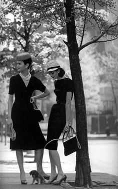 Isabella Albonico and Anne St Marie in Gramercy Park, New York, 1959. Photo: Jerry Schatzberg.