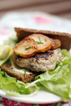 Burger di Sgombro all'Erba Cipollina, con Patate Dorate e Pane di Segale #juliesoissons