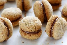 Baci di Dama – Italian Almond and Chocolate Cookies Lemon Crinkle Cookies, Almond Shortbread Cookies, Nutella Cookies, Cinnamon Cookies, Chocolate Brownies, Chocolate Cookies, Brownie Recipes, Dessert Recipes, Desserts