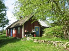 A typical Swedish torp (cottage).Looks like my little Stuga in Sweden Scandinavian Cottage, Swedish Cottage, Swedish Decor, Red Cottage, Swedish Style, Cozy Cottage, Red Houses, Little Houses, Sweden House