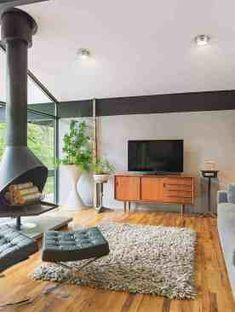 A stylish mid-century modern makeover draws nature inside Mid Century Modern Living Room, Mid Century House, Living Room Modern, Living Room Designs, Living Rooms, Mid Century Modern Houses, Mid Century Modern Colors, Bedroom Modern, Modern House Design