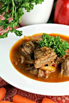 This one pot only, quick and easy stovetop beef stew is loaded with chunks of tender beef, sweet carrots and juicy peppers. Healthy and delicious. Quick Beef Stew, Beef Stew Stove Top, Stew Peas, Curry Stew, Veggie Soup, Chowder Recipes, Beef Dishes, Soups And Stews, Beef Stews