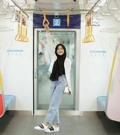 Niqab Fashion, Modern Hijab Fashion, Street Hijab Fashion, Hijab Fashion Inspiration, Muslim Fashion, Fashion Outfits, Casual Hijab Outfit, Ootd Hijab, Hijab Chic