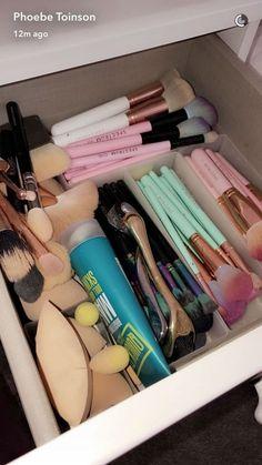 Makeup Organization Idk Acirc Iquest In 2019 Makeup Cosmetics Makeup Rooms Skin Makeup, Makeup Brushes, Make Up Tools, Make Up Organizer, Makeup Drawer, Beauty Make-up, Makeup Guide, Cute Makeup, Prom Makeup