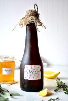 Maak zelf een hoestdrankje van uitsluitend natuurlijke ingrediënten: http://hallosunny.blogspot.nl/2014/11/diy-zelf-hoestdrank-maken.html