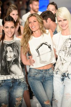 It's the end of an era: just a month after announcing her retirement from the runway, Gisele Bündchen walked in her last show for Brazilian brand Colcci during São Paulo Fashion Week. See the emotional photos!