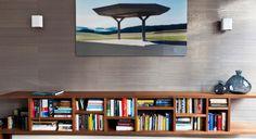Boekenkast, Amerikaans notenhout, arte behang | Diana van den Boomen
