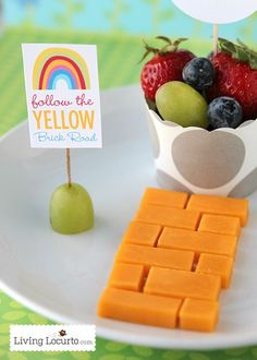 A healthy fun food idea and free rainbow party printables to go along with the magical adventure back to the world of Oz!