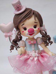 Lindo topo que pode ser personalizado especialmente para você! Esse topo é composto pela base decorada14cm , vela 10cm , personagem15 cm e nome da criança. ** POR FAVOR ANTES DE EFETUAR O PAGAMENTO CONSULTE A DATA DISPONÍVEL PARA ENVIO. Crochet Waffle Stitch, Doll Face Paint, Vintage Circus Party, Dolls And Daydreams, Cute Polymer Clay, Circus Birthday, Pasta Flexible, Boy Doll, Cold Porcelain