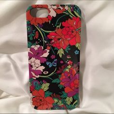 ✨BoGo✨iPhone 5/5S Hard Case New never used! Gorgeous floral design!✨buy 1 get 1 50% off iPhone 5/5S cases. Just lmk which 2 you'd like when you're ready to buy and I'll create a post for you with the discount! ✨ Sakroots Accessories Phone Cases