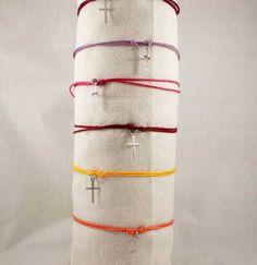 Silver white gold rhodium cross bracelet with adjustable waxed cord di caryhandmade su Etsy